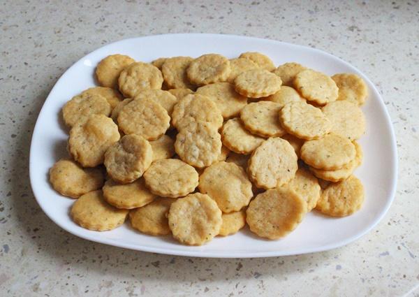 Nesaldūs sūrio sausainiai